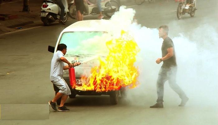 Nằm mơ thấy mình đang cố dập tắt ngọn lửa từ chiếc ô tô