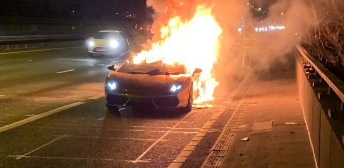Mộng thấy xe ô tô của bạn thân đang cháy đánh ngay con 27 - 72