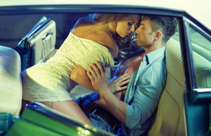 Mơ thấy đang làm tình trong ô tô là một điềm báo cho thấy bạn dễ dàng rơi vào một thế bị động