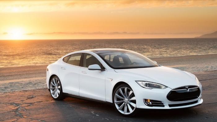 Màu này tạo cảm giác tinh khiết nên đa số mơ ô tô màu trắng dự báo điềm tốt lành dành cho chủ mộng