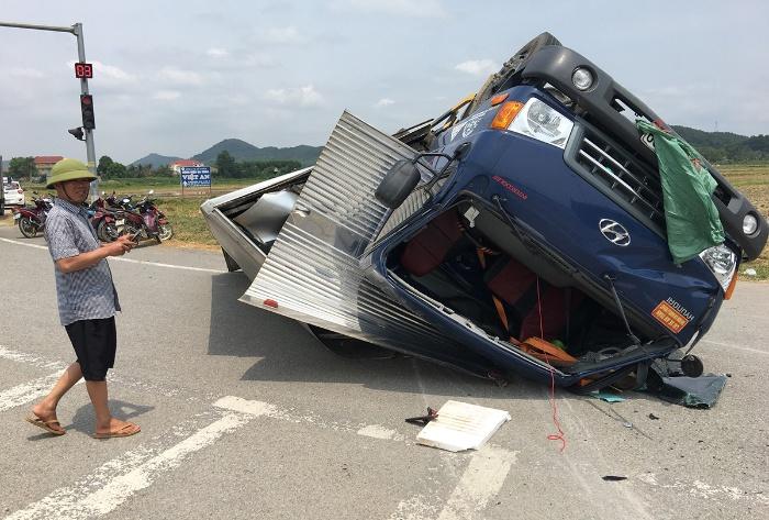 Mộng thấy xe tải bị lật